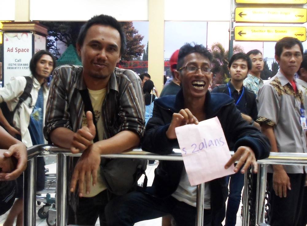 Zalans_meeting-in-airport